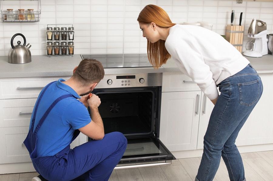 Best Oven repair serviceman Perth repairing modern oven